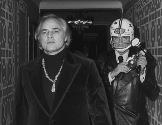Brando en boezemvriend Ron Galella